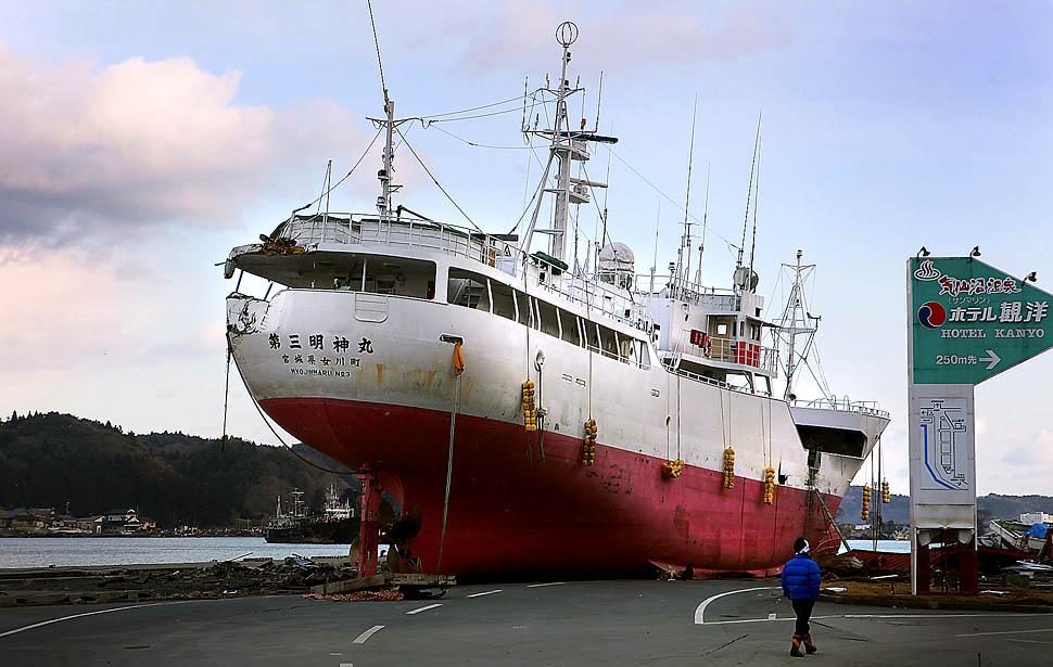 A ship was swept onto the street by the tsunami