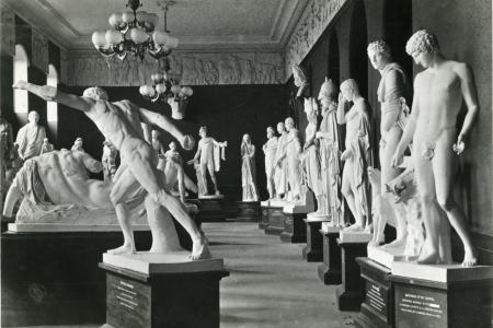 15 marble statues line this gallery in impassioned poses.