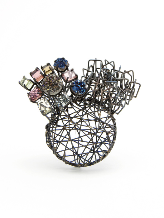 Brooch with woven metal