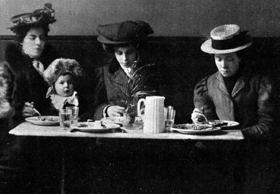 L0007065 In dining roomImage from The St Pancras School for Mothers by Bunting, et al. 1907