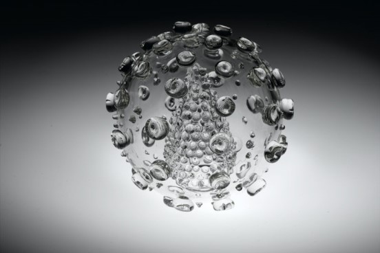 Glass Sculpture of HIV virus by Luke Jerram. Wellcome Images, C0022441.