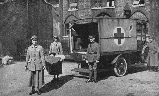 Endell Street Military Hospital: women strecher bearers