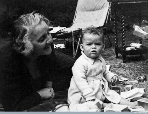 Melanie Klein with grandson, 1938. Wellcome Images no. L0018195.
