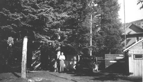 Ernest Forrend au près de chalets