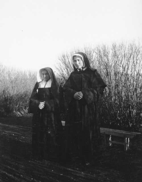 Sister Rondeau, Provincial superior, and Sister Marie-Thérèse, postulant