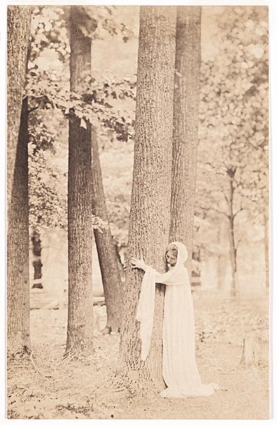 Violet Oakley, ca. 1900 / Eva Watson-Schütze, photographer. Violet Oakley papers, 1841-1981. Archives of American Art, Smithsonian Institution.