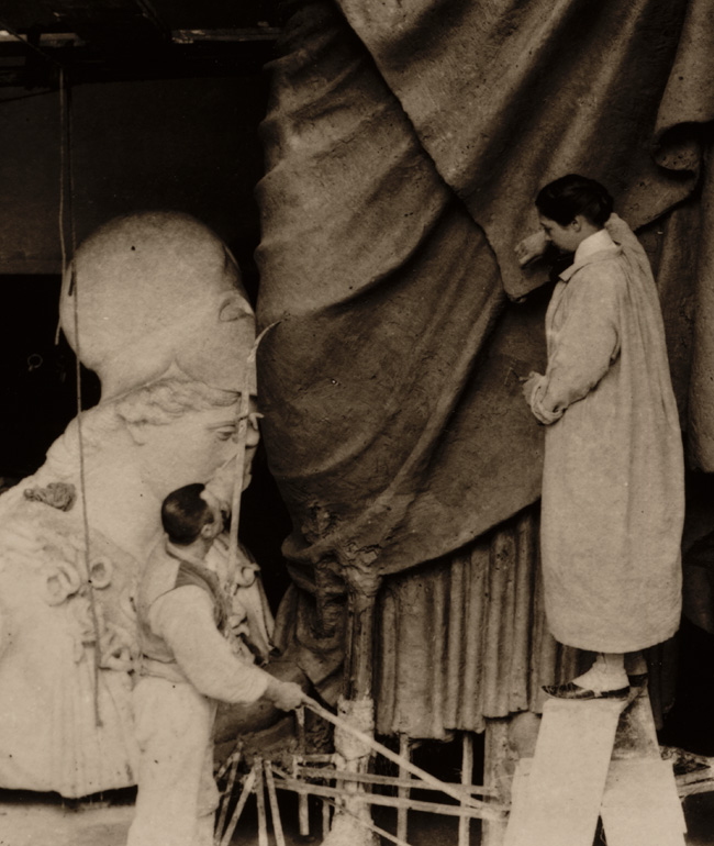Enid Yandell at work, detail, 1896 / unidentified photographer. Enid Yandell papers, 1878-1982. Archives of American Art, Smithsonian Institution.
