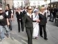 Linda-Montano-as-Mother-Teresa-and-bodyguards