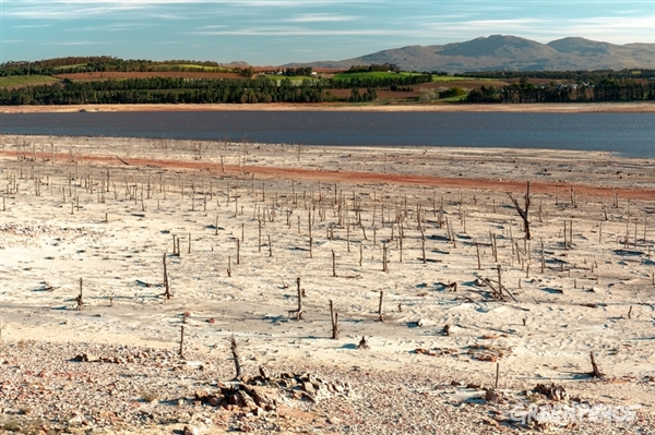 Dwindling water supplies at Theewaterskloof Dam in South Africa