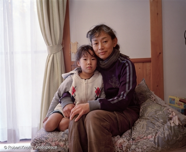 A mother of three, Akiyo Suzuki and her family evacuated to Hokkaido for a month following the 11 March triple disaster. The family lives in Watari, a district in Fukushima City. When the nuclear disaster occurred she found it hard to find clear information about the dangers from the accident, and discovered great differences on the internet compared with newspapers and television.