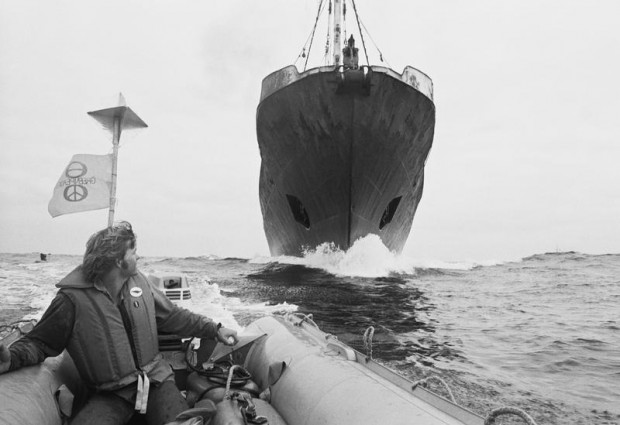 Greenpeace crew member Michael Baily blockades a Russian harpoon ship in a Zodiac during the first anti-whaling campaign 1976 in the Pacific Ocean.© Greenpeace / Rex Weyler