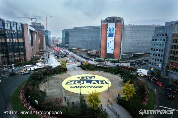 European Union headquarters in Brussels overlook a giant banner calling for citizen-powered renewables in Europe, as activists urge the EU to dump fossil fuels like coal. Activists also painted the roads in the EU quarter of Brussels with biodegradable yellow paint to turn the Schuman roundabout into a giant sun, but this was removed by the fire brigade.