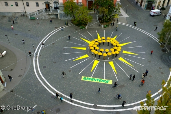 Greenpeace activists formed a big sun on the Prešernov square in the center of Ljubljana, capital of Slovenia. We called upon our national and European leaders to act on their climate promises, phase out fossil fuels and support renewable energy sources. The activity is carried out during a week of action throughout the European Union countries, where similar sunrises will be displayed.