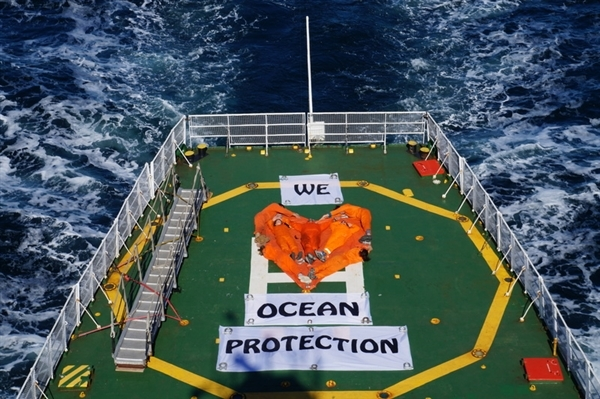 Direct message to the UN from crew onboard the Arctic Sunrise while making it's way from the canadian Arctic to Halifax. Sept, 2016 © Charles Latimer/Greenpeace