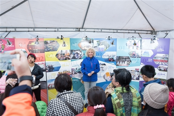 Jennifer Morgan speaks to Greenpeace supporters in Taiwan