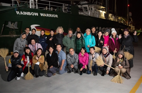 Jennifer Morgan and the crew of the Rainbow Warrior