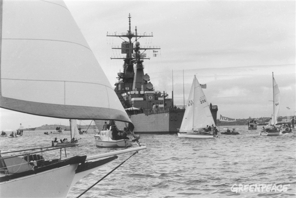 The USS Texas is met by the Peace Squadron as it arrives in Waitemata harbour, Auckland on August 2, 1983. The growing anti-nuclear movement in New Zealand was hostile to visits from US ships because the Americans refused to confirm or deny whether their ships carried nuclear weapons. Public opinion was increasingly in favour of banning these visits. Between 1978 and 1983 opposition to nuclear-armed ship visits rose from 32% to 72%. In 1985 the Government effectively banned nuclear ship visits. New Zealand was the first country to declare itself nuclear free when it passed legislation in 1987. Greenpeace / Gil Hanly