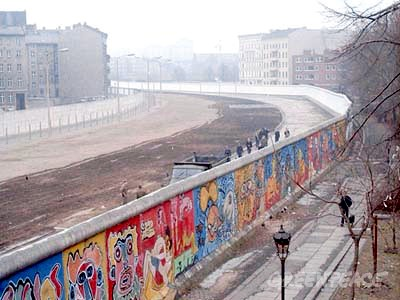 Berlin Wall by Noir at the German language Wikipedia