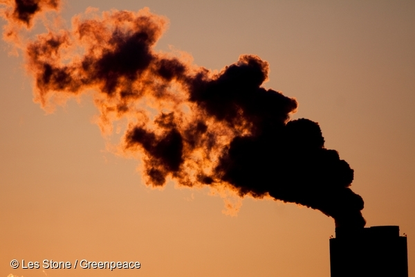 Smoke billowing from the chimney at the Marshall Steam Station in North Carolina. 17 Dec, 2011  © Les Stone / Greenpeace