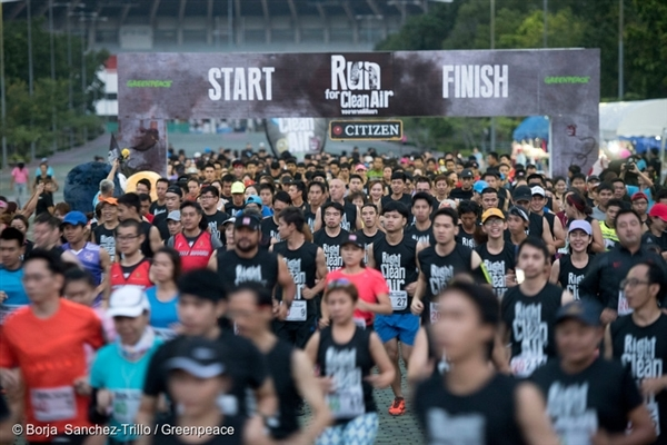 Over 800 participants join a 'Mini Marathon - Run for Clean Air' event organised by Greenpeace Southeast Asia, to raise awareness of the growing air pollution in Thailand, which mainly comes from the transportation sector and fossil fuel industries.