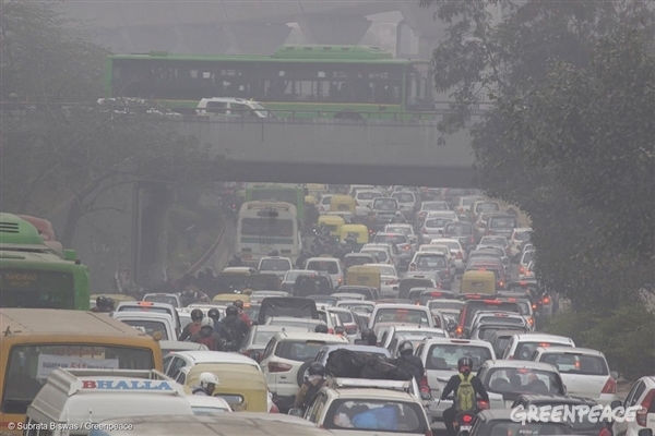 Bumper to bumper traffic during the morning rush hour in New Delhi