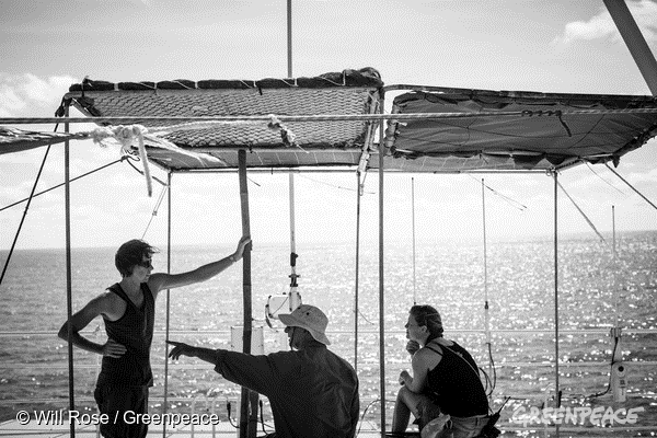 Crew beneath a FAD-shade on the lookout for marine snares © Will Rose / Greenpeace