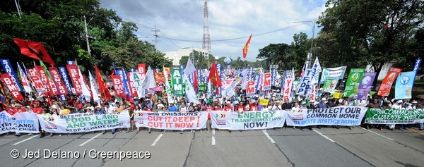Around 15,000 Filipinos march in Quezon City demanding climate justice ahead of the 2015 COP. 28/11/2015 © Jed Delano / Greenpeace