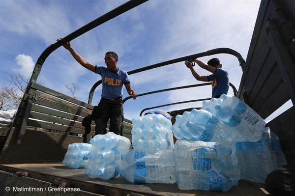 Police authorities distribute water in Tacloban City, Philippines. Tacloban is one of the hardest hit areas by Typhoon Haiyan.