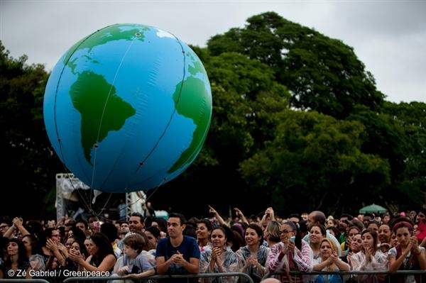 Asi 2 300 lidí se shromáždilo na loňském Globálním klimatickém pochodu v São Paulu. Kromě jiných důvodů obyvatelé žádali 100% obnovitelné energie, záruku veřejně dostupné vody a ukončení odlesňování.
