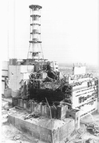 Construction of the sarcophagus (cover) over the destroyed Chernobyl reactor.