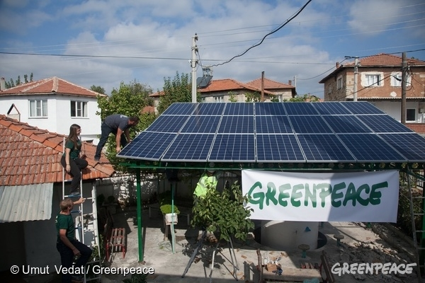 People Power and Solar Lights Go on in Yirca. 9 Oct, 2015 © Umut Vedat / Greenpeace