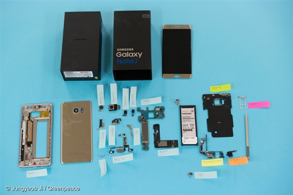 A disassembled Samsung Galaxy Note 7