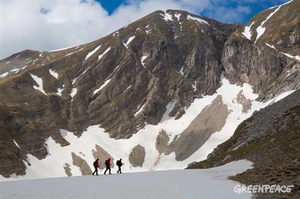 Detox Expedition in Italy, Pilato Lake. © Roberto Isotti / Greenpeace