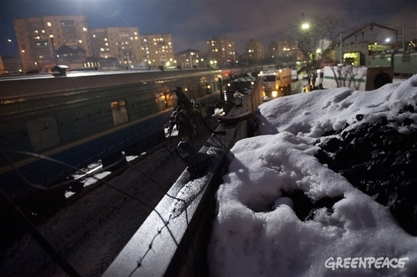 Prison Train Departs for St. Petersburg. © Dmitri Sharomov / Greenpeace