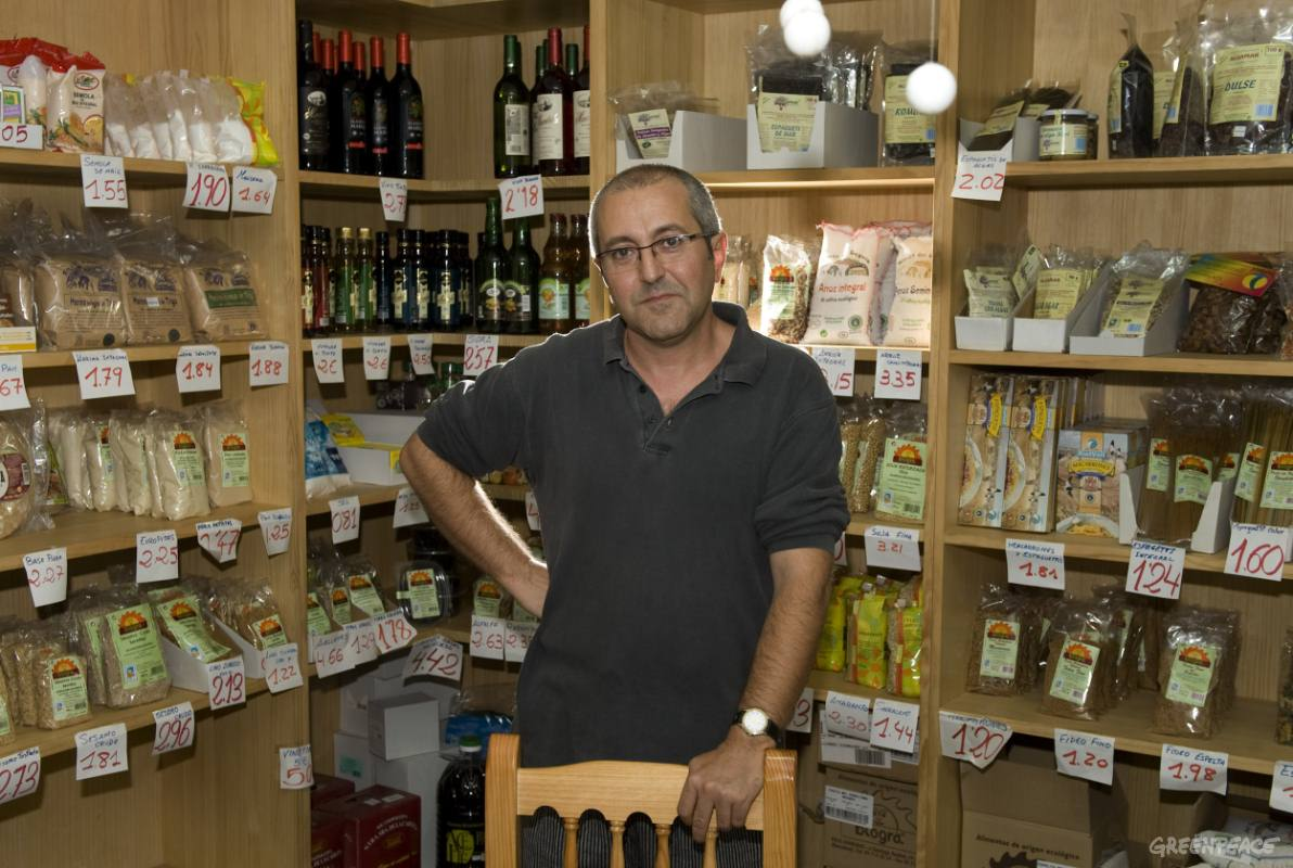 Fernando José Llobell Bisbalborn from Albacete, Spain. Since 2002 he has been President of the La Tierrallana, the association of Organic Consumers in Albacete.