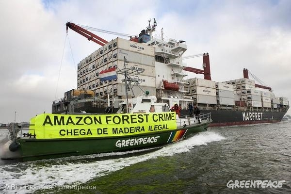 Illegal Amazon Timber Protest off Rotterdam. 11/06/2014 © Bas Beentjes / Greenpeace