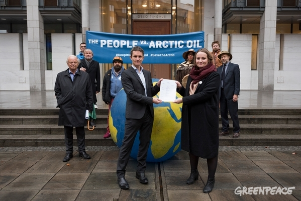 Historic Lawsuit against Arctic Oil in Oslo, 18 Oct, 2016. © Christian Åslund / Greenpeace