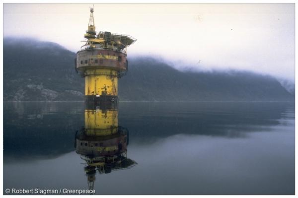Brent Spar in Erfjord, Norway. 01/01/1998 © Robbert Slagman / Greenpeace