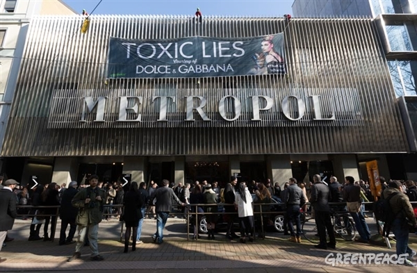 Detox Action Against Dolce&Gabbana Fashion Show, Milan, Italy. 02/23/2014 © Lorenzo Moscia / Greenpeace