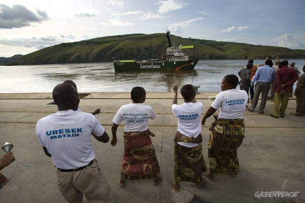 The Greenpeace ship Arctic Sunrise arrives in the DRC harbour of Matadi.