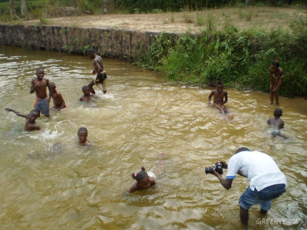 "Children playing in a river during the filming of the clip ""voix de la forêt"""