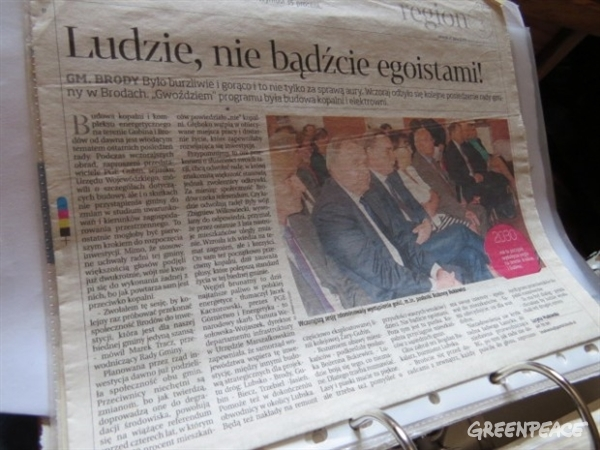 Local pro-lignite news articles collected by the Dziadeks. This headline reads: 'People, don't be selfish!' © Greenpeace