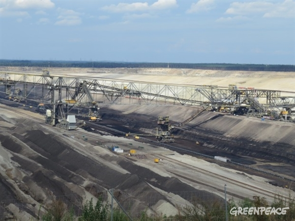 Vattenfall's Jaenschwalde mine. The Gubin-Brody mine on the Polish side could be double the size of Jaenschwalde. © Greenpeace