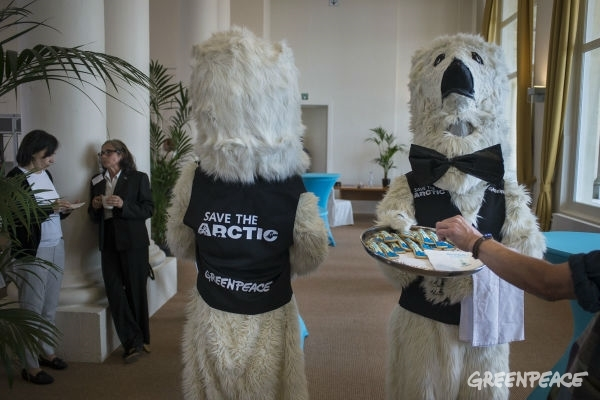 Two Greenpeace Belgium activists dressed as polar bear 'waiters' served bear-shaped biscuits and napkins with the message 'OSPAR: The Arctic is your mandate' to delegates of the North-East Atlantic's OSPAR Commission, meeting this week in Ostend, Belgium. © Greenpeace Handout/ PEDRO