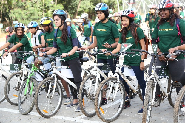 Enthusiastic cyclothon participants