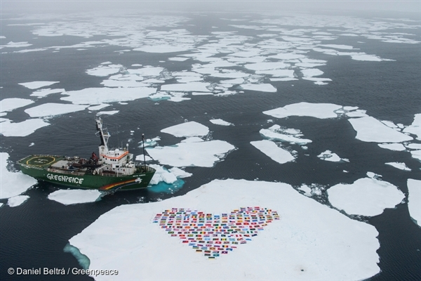 The crew of the Greenpeace ship MY Arctic Sunrise construct a 'heart' with the flags of the 193 country members of the United Nations on an ice floe north of the Arctic Circle. 14 Sep, 2012 © Daniel Beltrá / Greenpeace