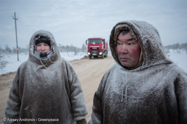 Oil company road construction on Sopochin family ancestral land, Western Siberia, Russia, 3 Feb, 2017 © Alexey Andronov / Greenpeace