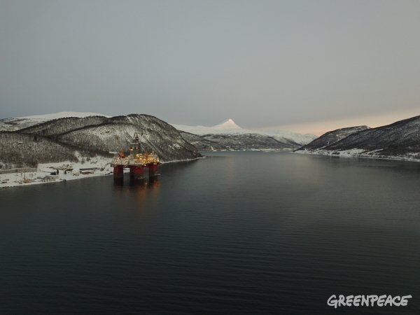 Statoil-Operated Oil Drilling Platform near Tromsø, Norway. 24 Jan 2017 © Matthew Kemp / Greenpeace