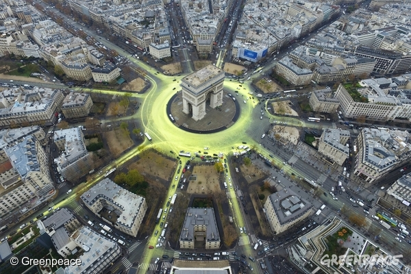 As the Paris climate conference enters the closing stretch, Greenpeace activists create a solar symbol around the world-famous Paris landmark, the Arc de Triomphe, by painting the roads yellow with a non-polluting water-based paint to reveal the image of a huge shining sun.  This action reminds politicians and governments that whatever they agree in Paris, the only credible way to beat climate change is to support and increase renewables energy systems.