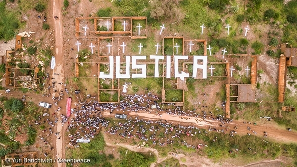 The word JUSTIÇA (justice) appears at the ruins of Bento Rodrigues school in Mariana, Brazil. The message is the school's last lesson and a remembrance of those who perished and those whose lives were affected by the mud that destroyed the Rio Doce basin. 5 Nov, 2016 © Yuri Barichivich / Greenpeace
